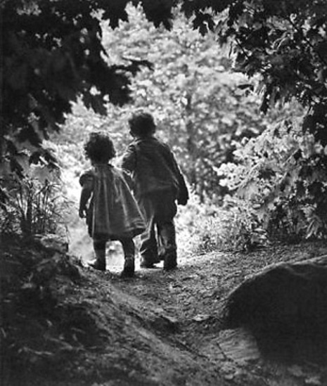 Eugene_smith_a_childs_walk_3
